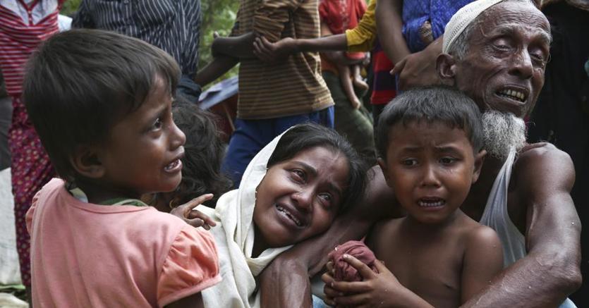 Myanmar, esercito spara con i mortai sui civili Rohingya: 71 morti